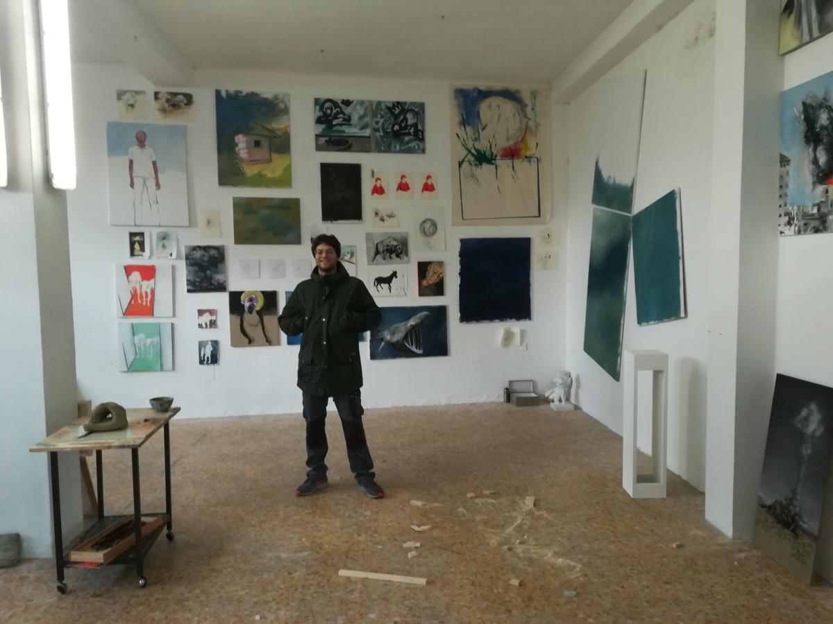 Un garage diventa galleria: giovani artisti in Brianza
